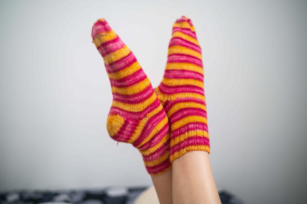 Ljetne papuče i debele zimske čarape, zašto ne?